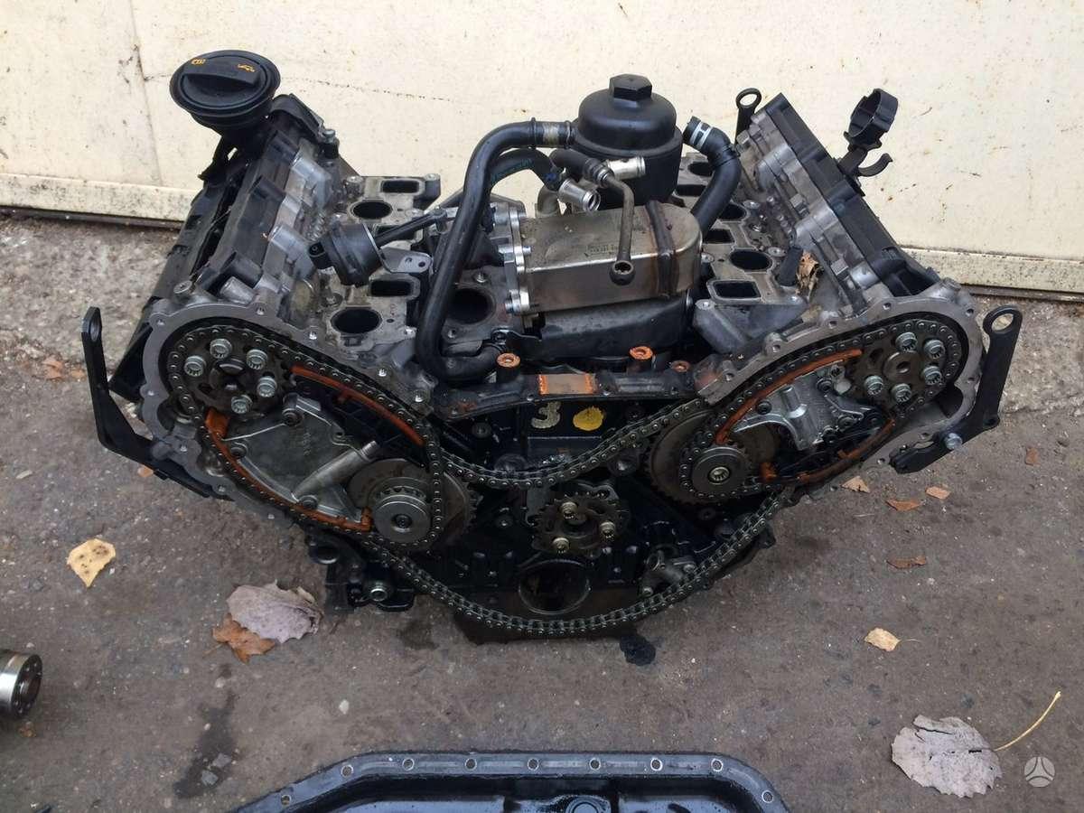Audi Q7. Variklis dalimis bug