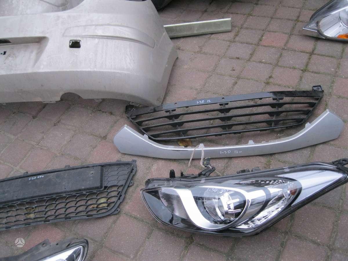 Hyundai i30. --- groteles---- halogenas