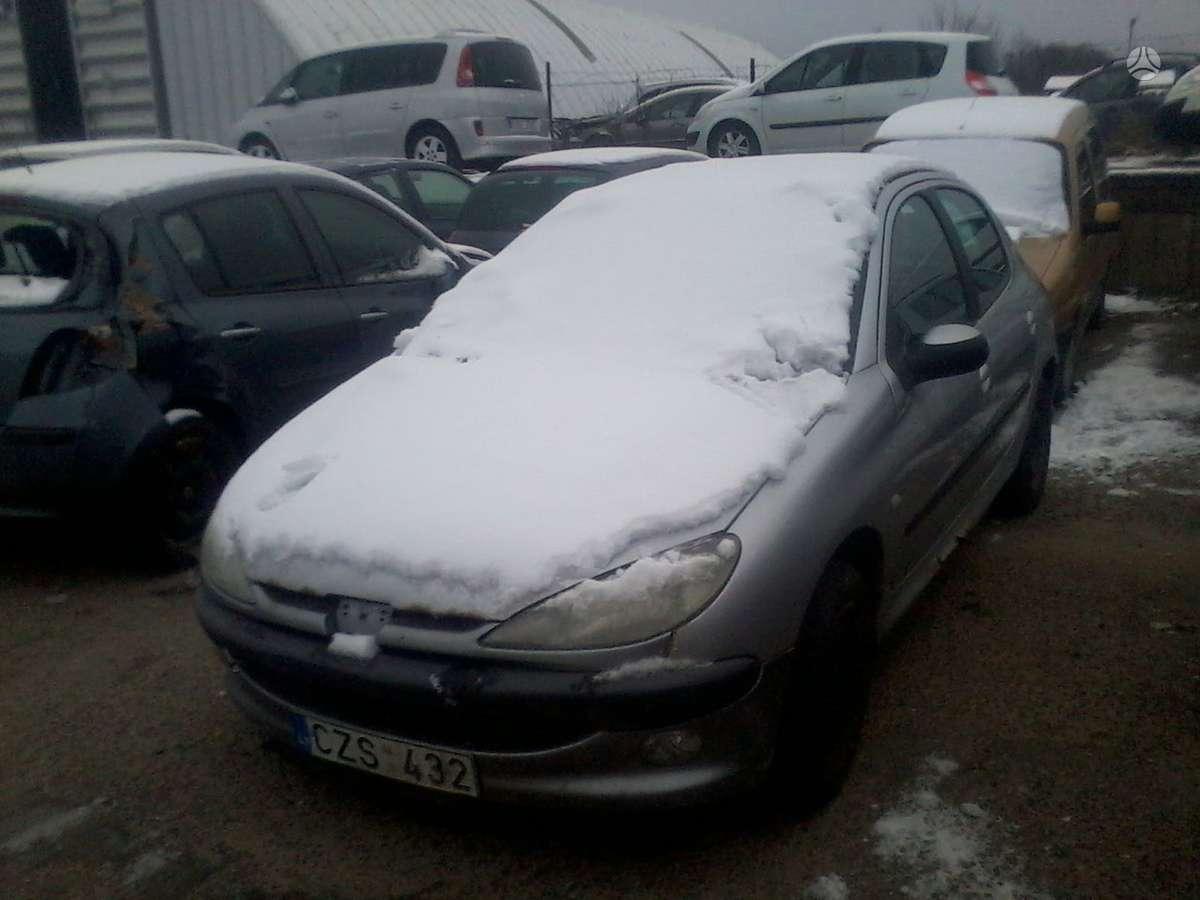 Peugeot 206 dalimis. Turime ivairiu prancuzisku automobiliu