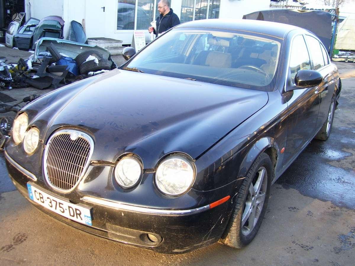 Jaguar S-Type dalimis. Automobilis ardomas dalimis:  запасные ча