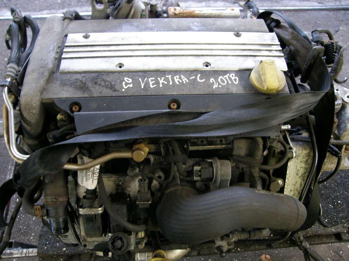Opel Vectra. Tai kas nuotraukose