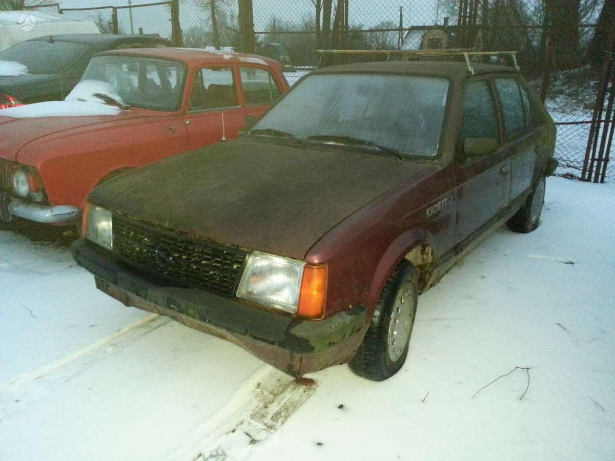 Opel Kadett dalimis. Prekyba originaliomis naudotomis detalėmis.