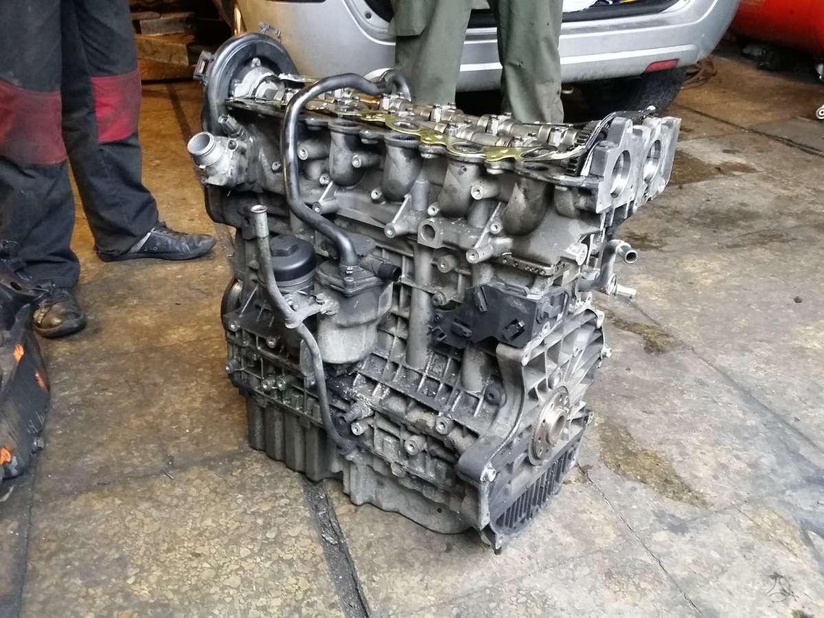 Volvo S60. Variklis dalimis. двигатель на детали.  darbo