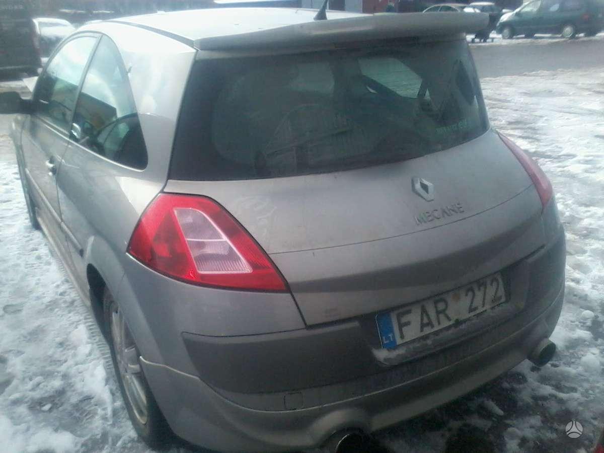 Renault Megane dalimis. Turime ivairiu prancuzisku automobiliu