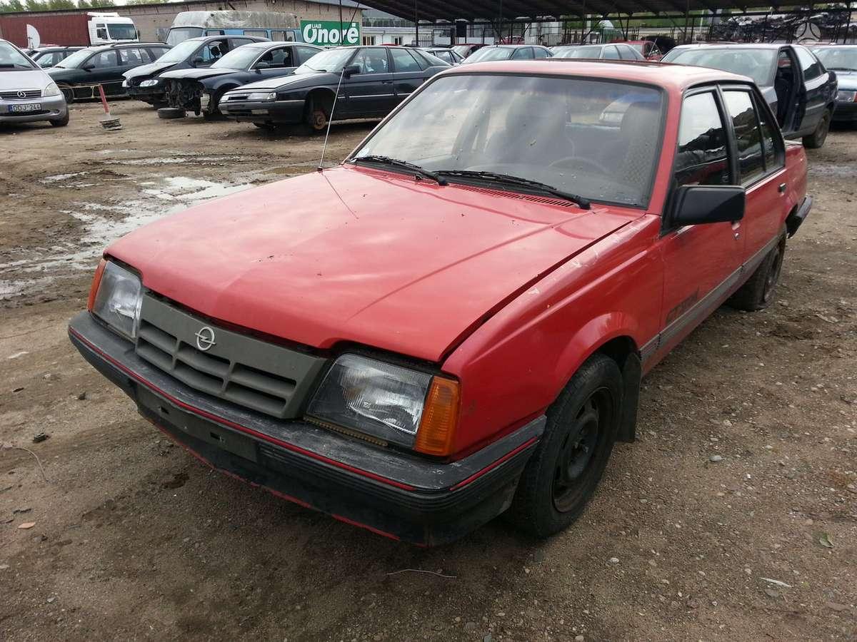 Opel Ascona dalimis. Prekyba originaliomis naudotomis detalėmis.