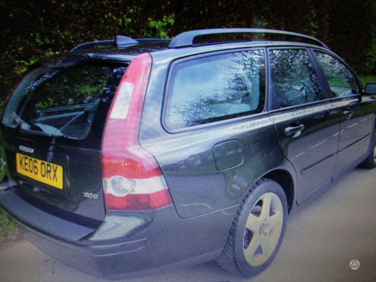 Volvo V50 dalimis. Galimas detaliu pristatymas