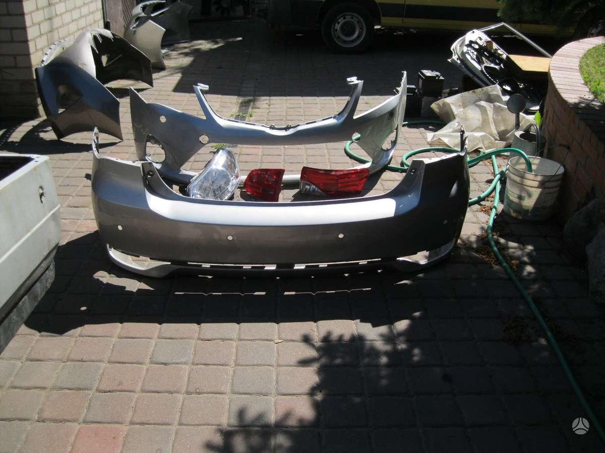 Toyota Avensis. - buferiai--- salono ventiliatorius---