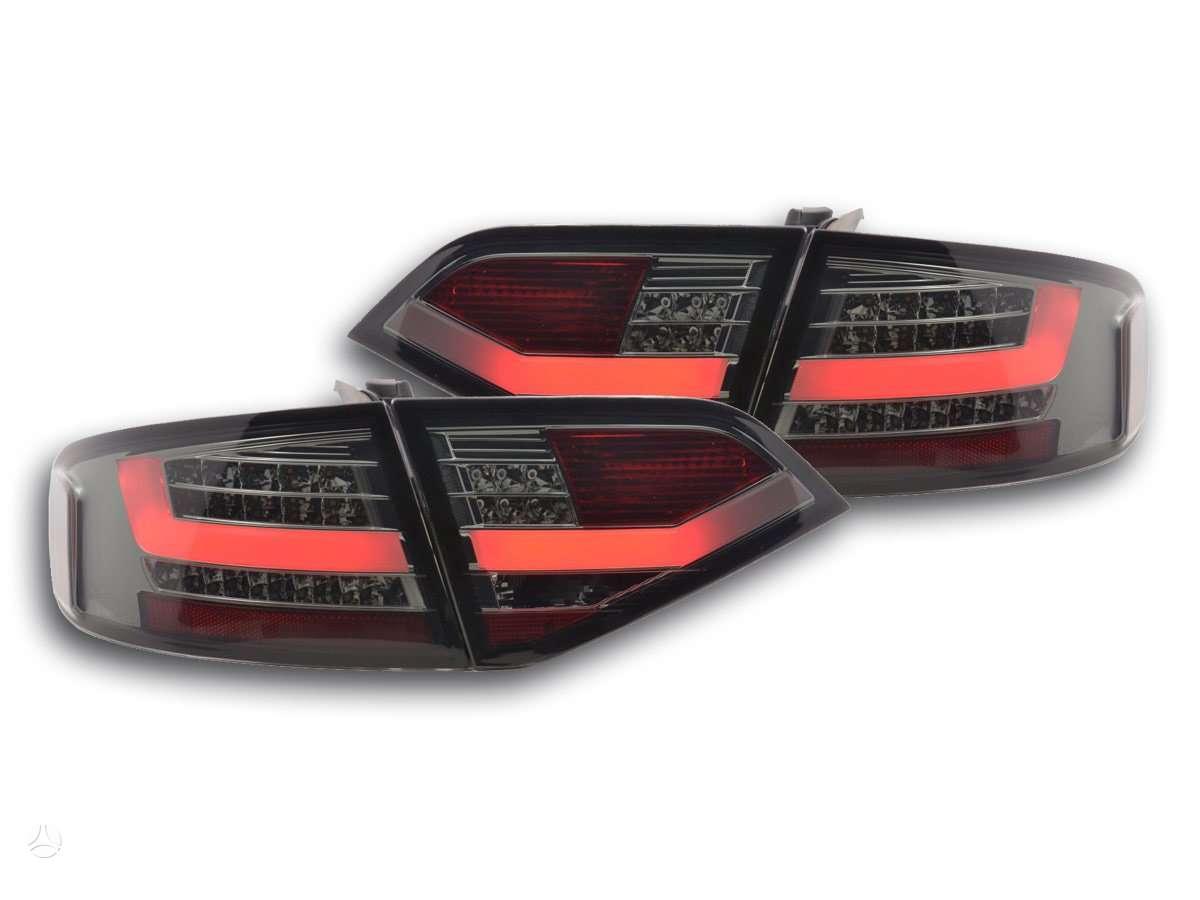 Audi A4. Galiniai zibintai-sedanui -1-4 pvz - raudoni-chrom;