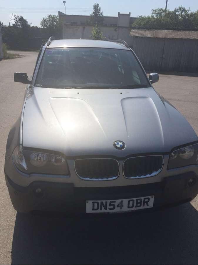 BMW X3 dalimis. Pilka oda, r18 ratai, juodos lubos be liuko