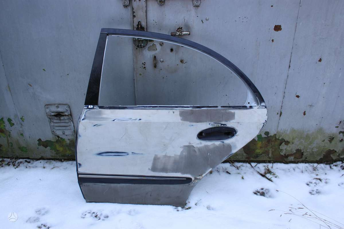 Mercedes-Benz E klasė. Durys parostos dazymui.50eur