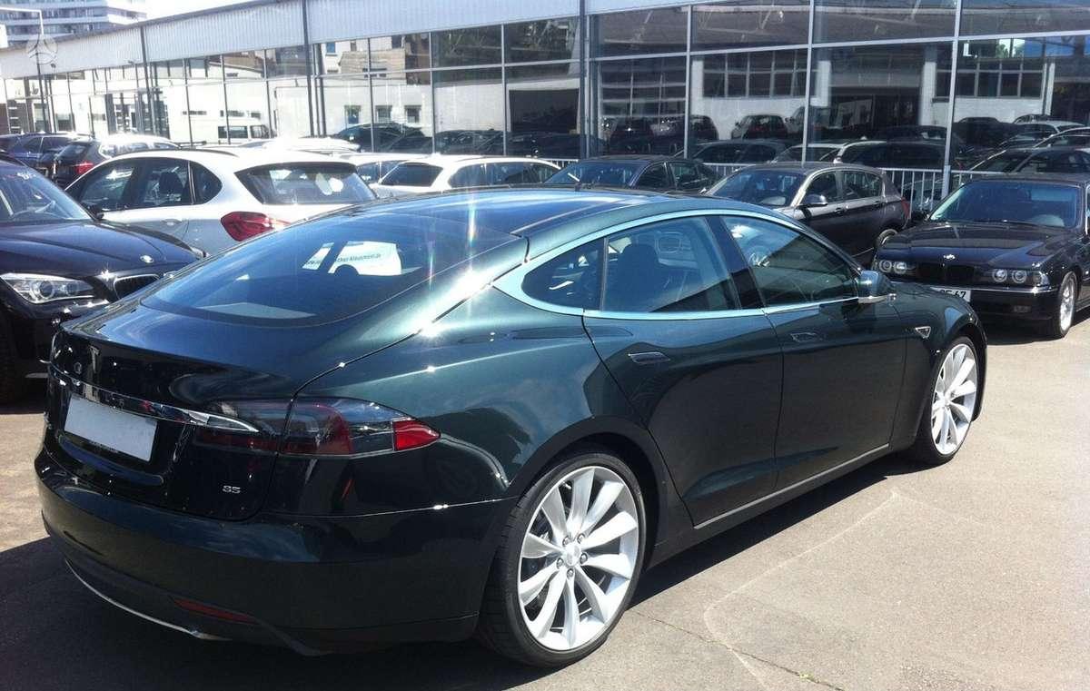 Tesla Model S dalimis. Xdalys.lt  bene didžiausia naudotų ir