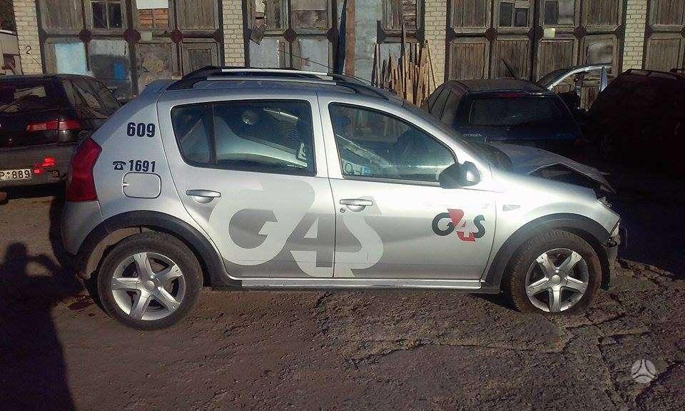 Dacia Sandero. Stepway modifikacija, r16 lieti ratlankiai.
