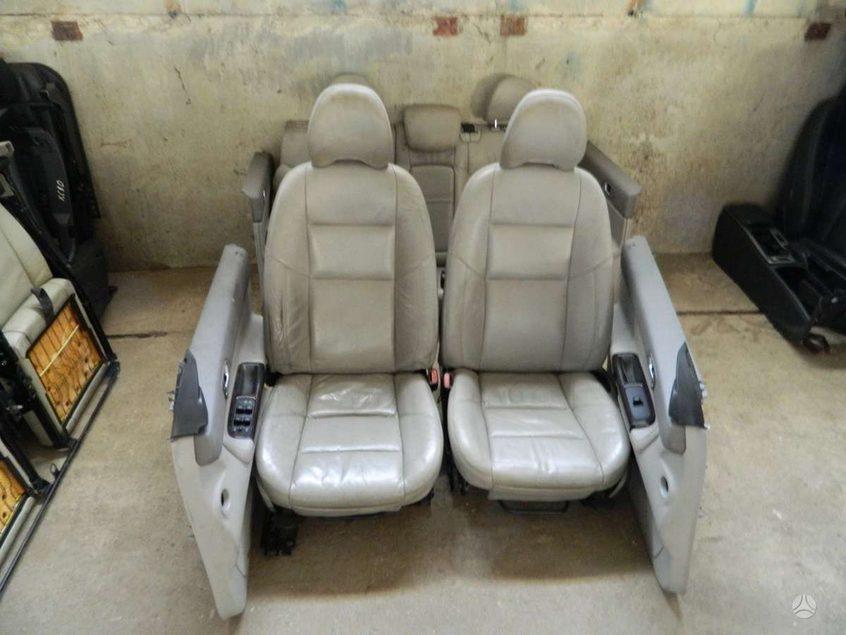 Volvo V50 durų apmušalai, apdailos detalės, sėdynės