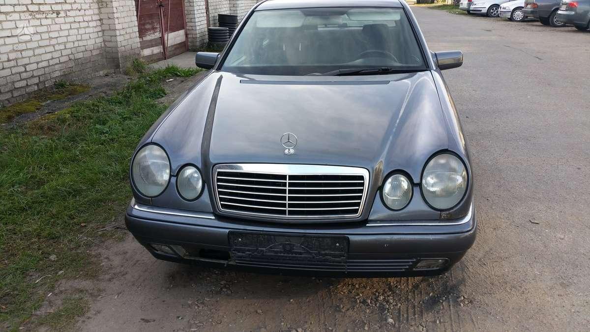 Mercedes-Benz E klasė. Superkame automobilius su defektais,