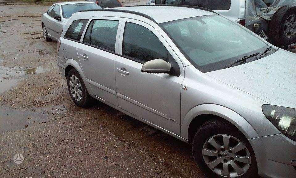 Opel Astra dalimis. R15 lieti ratlankiai.