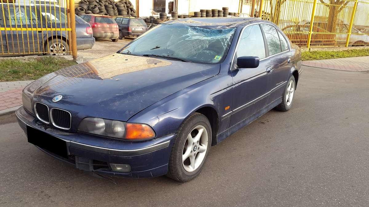 BMW 520 dalimis. Turime ir daugiau įvairių markių automobilių
