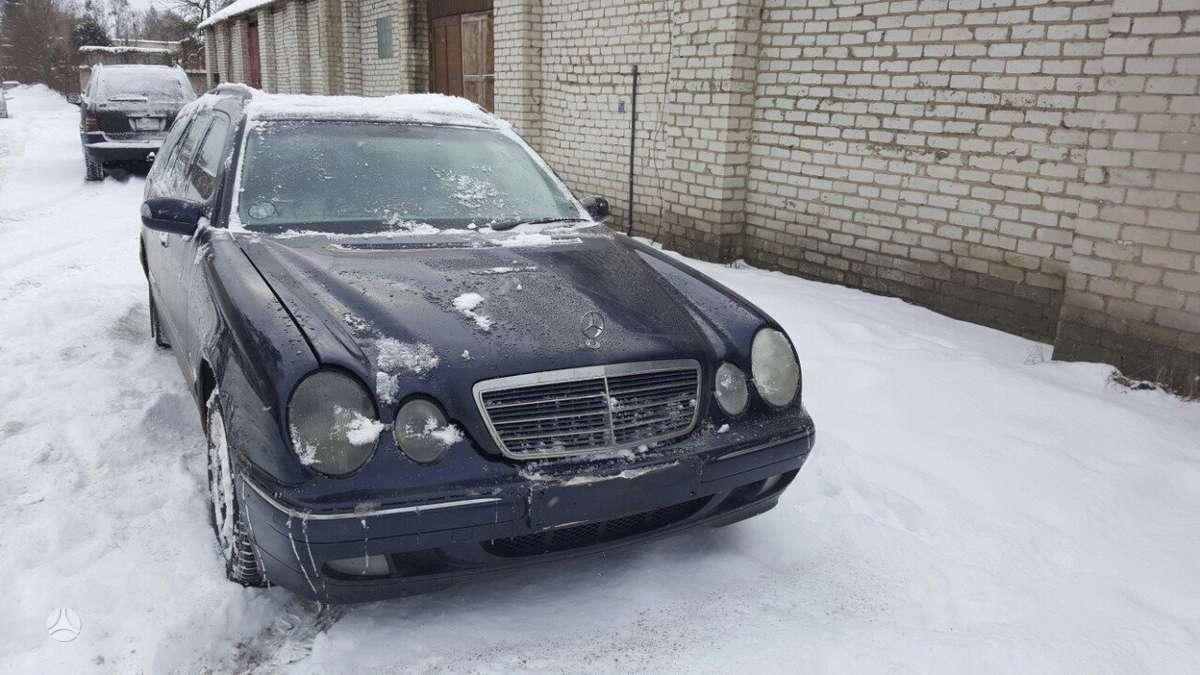 Mercedes-Benz E270. Dalimis