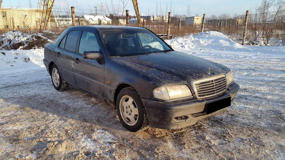 Mercedes-Benz C200 dalimis. Turime ir daugiau įvairių markių