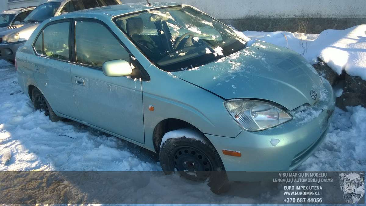 Toyota Prius dalimis. Automobilis ardomas dalimis:  запасные час