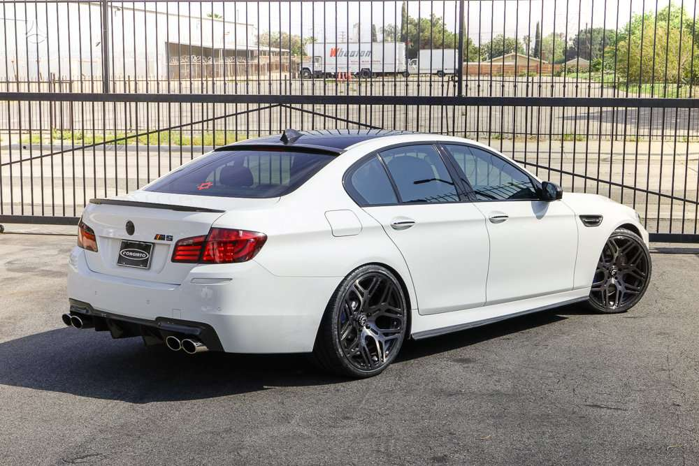 BMW M5. Naujų originalių automobilių detalių užsakymai