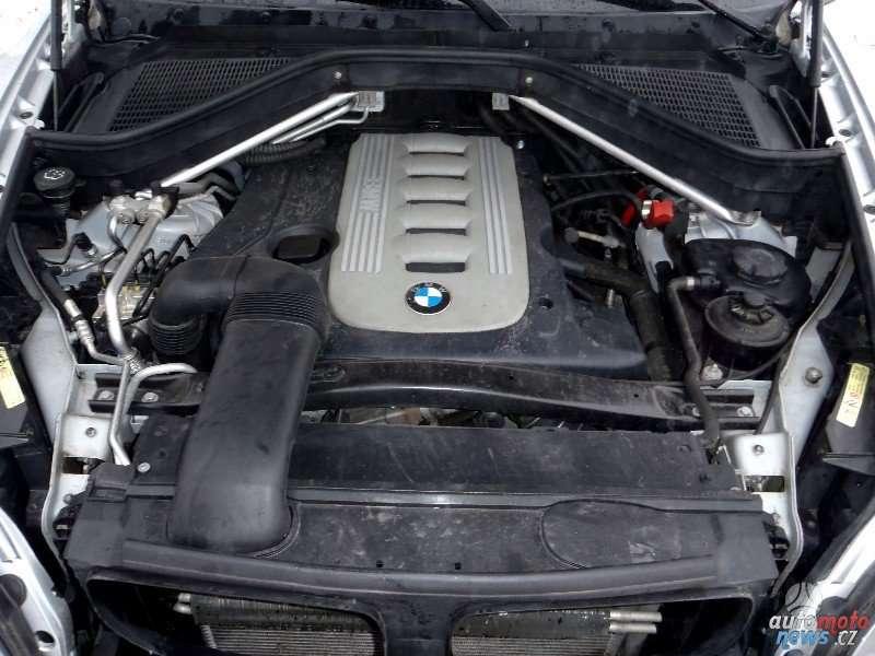 BMW X5. Bmw x5 3.0d tik variklio dalys ir aplink ji