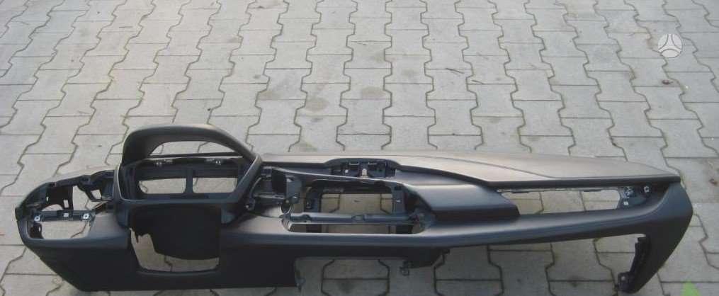 BMW i8 panelė, oro pagalvės, saugos diržai