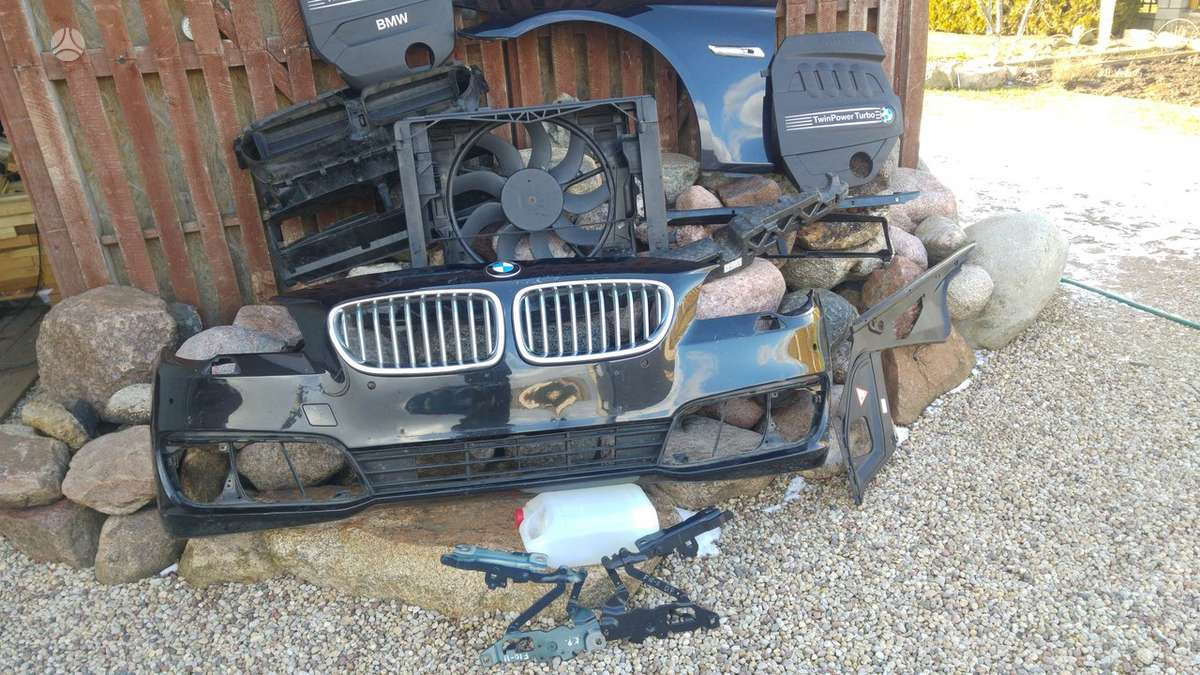 BMW 5 serija. Priekinis kapotas[juodas], sparnai, žibintai, ž
