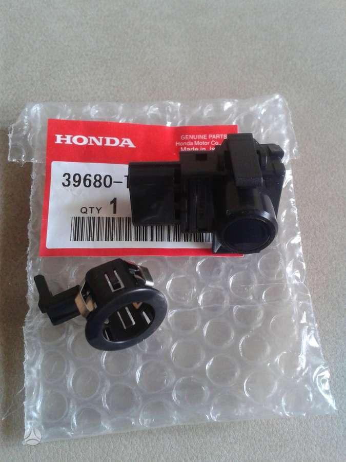Honda Accord. Yra apiploveju dangteliu pardavime ir atskirai.