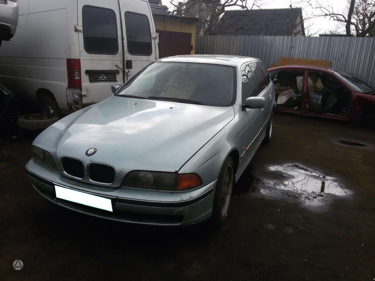 BMW 5 serija. Dalimis,odinis salonas turime daugiau bmw 5