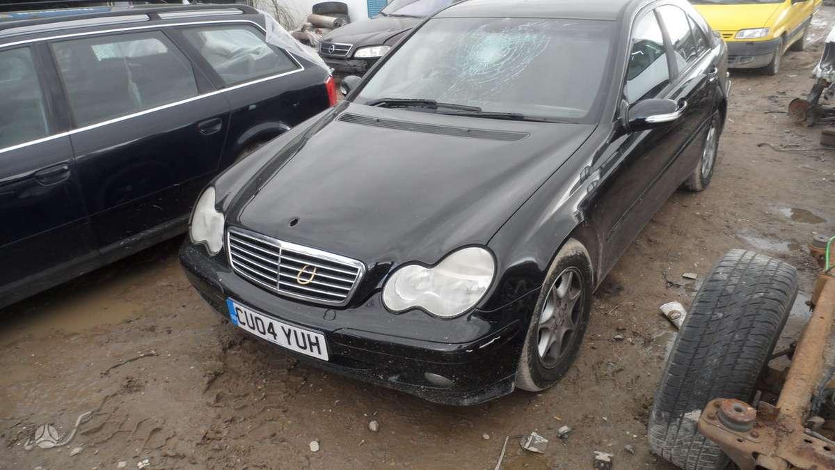 Mercedes-Benz C180 dalimis. Variklio kodas 271.946, superkame