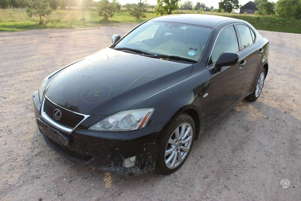 Lexus IS 220 dalimis