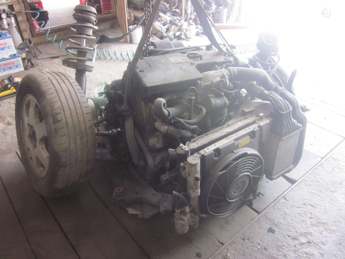 Opel Zafira. Yra daugiau ardomu auto ir varikliu galimas