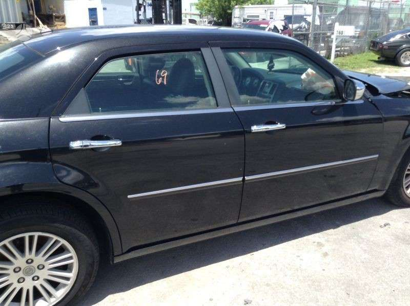 Chrysler 300C dalimis. 300c 2010 dalys.  idealus stovis. mazas