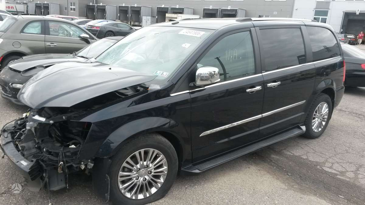 Chrysler Town & Country. Limited, gautas 08.18
