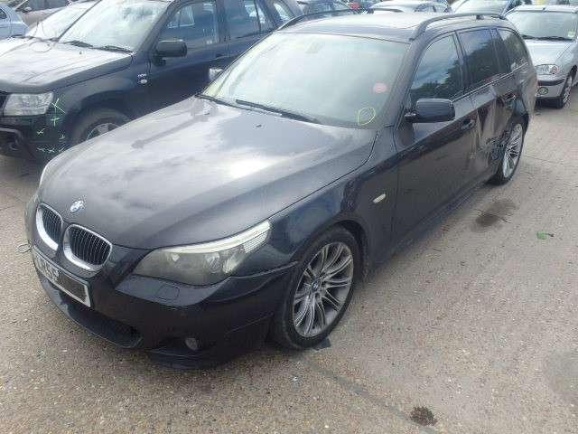 BMW 530 dalimis. M paketas juodos lubos (panorama) sport