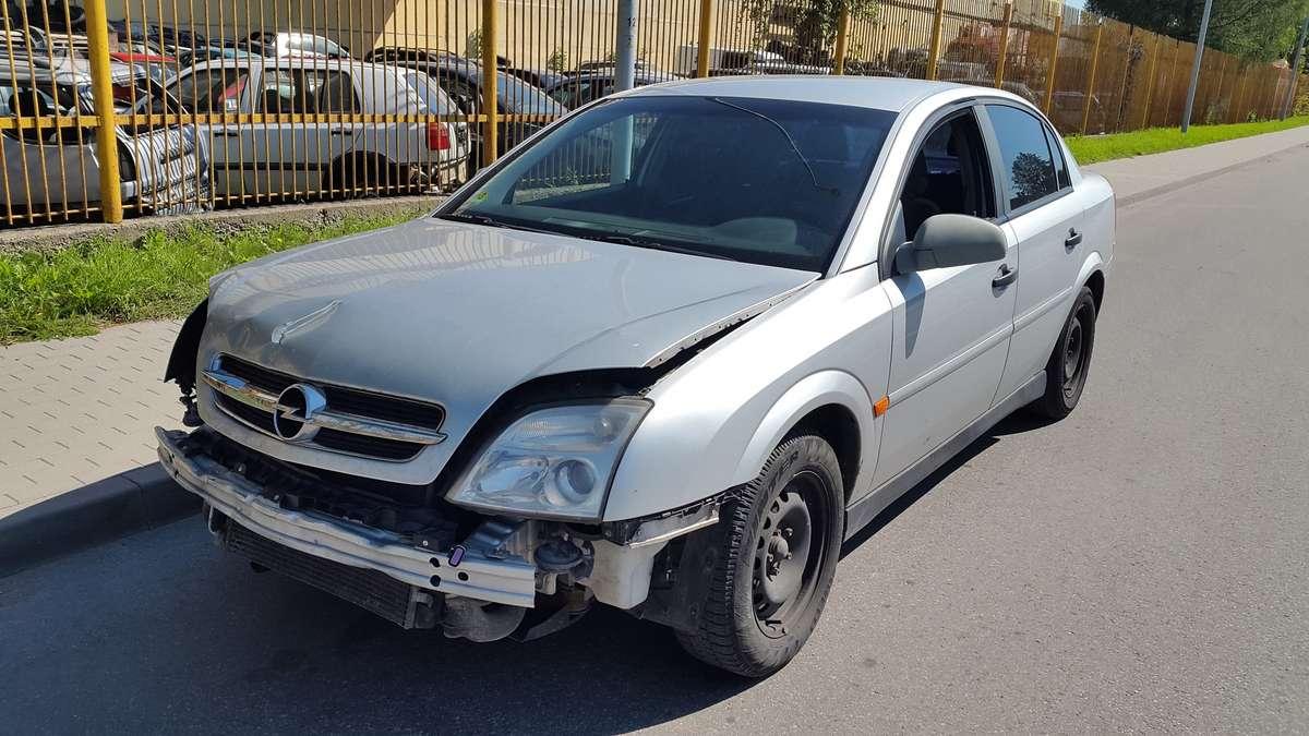 Opel Vectra dalimis. Turime ir daugiau įvairių markių automobilių
