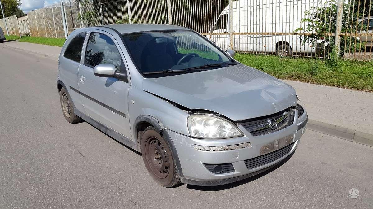 Opel Corsa dalimis. Turime ir daugiau įvairių markių automobilių