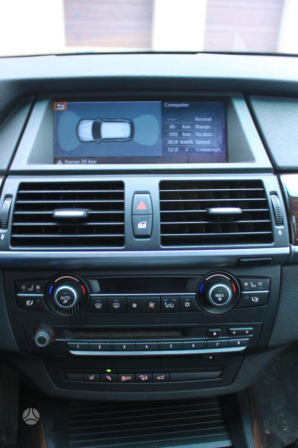 BMW X5. Ccc navigacija,pdc blokas