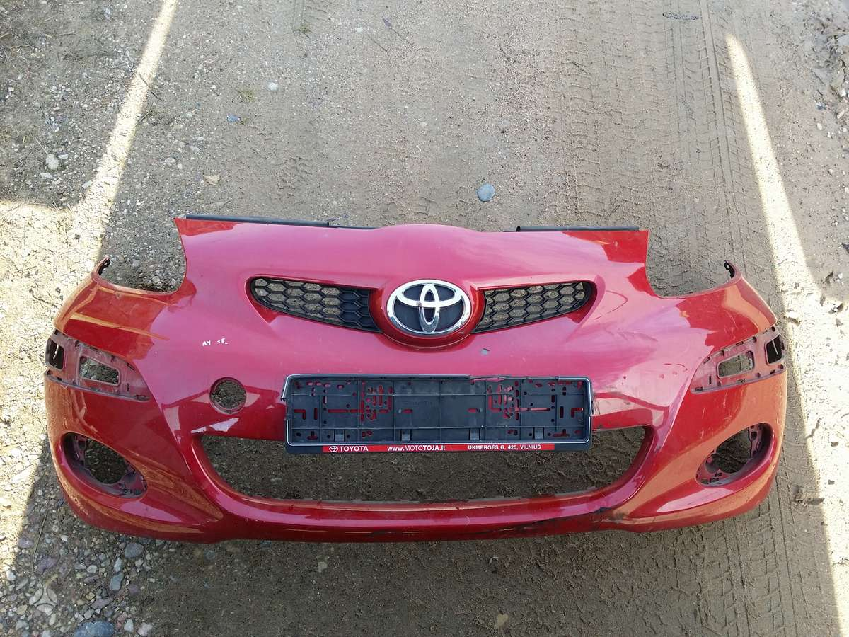 Toyota Aygo bamperiai, žibintai, apdailos grotelės
