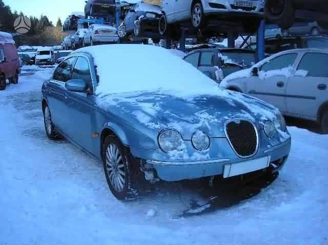 Jaguar S-Type. Vairas dešinėje  darbo laikas: i-v 9:00-17:00