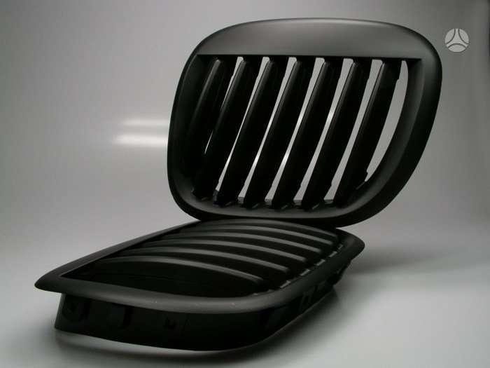 BMW Z3. Naujos tuning dalys. groteles lenktos-juodos -1 pvz arba