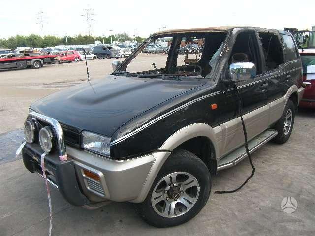 Nissan Terrano. Autodalys taip pat perkame automobilius ardymui