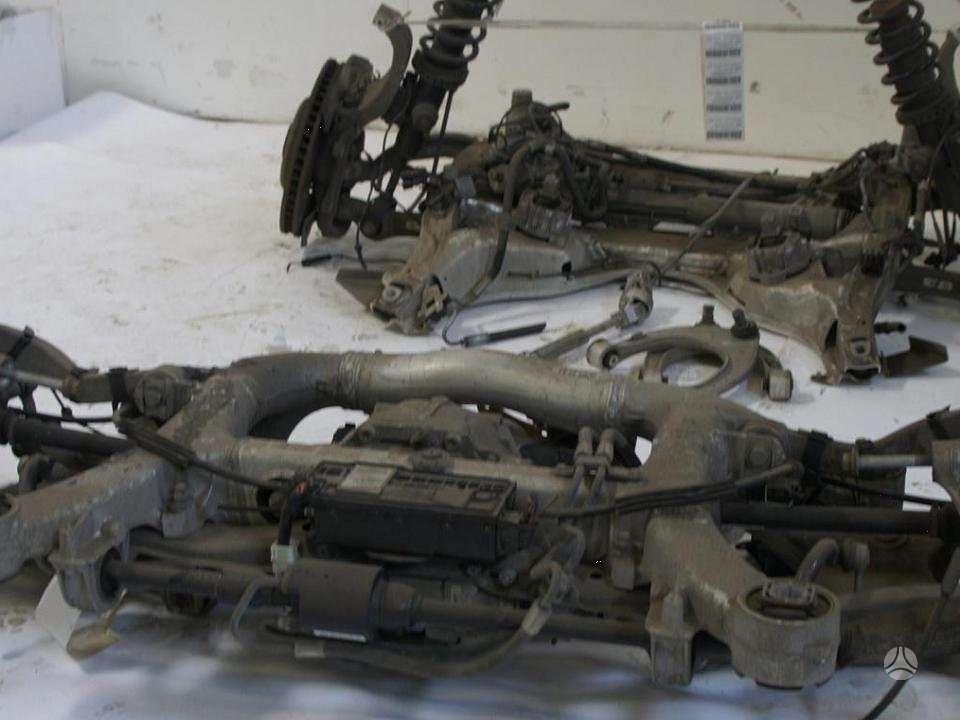 BMW 7 serija. Vaziuokle yra ir kitu detaliu