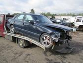 Mercedes-Benz E320. Yra ir kitų mb modelių.