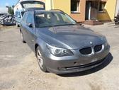 BMW 530.   juodas stogo apmusimas