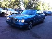 Mercedes-Benz E300. Xenon, r16, automatine deze, kondicionieri...
