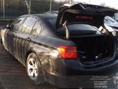 BMW 3 serija dalimis. Automobilis ardomas dalimis:  запасные ...