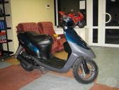Suzuki -kita-, motoroleriai / mopedai