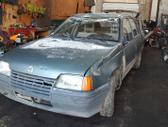 Opel Kadett dalimis. Turime ir daugiau įvairių markių automobi...