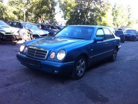 Mercedes-benz E300. Xenon, r16, automatine